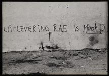 1978-3206 Opschrift op muur bij de Rooms Katholieke kerk aan de Goudse Rijweg: uitlevering R.A.F. is moord. Uit een ...