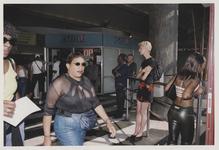 2003-1054-21 Reizigers in de hal van het Centraal Station. Uit een serie van dertig foto's over het Centraal Station ...