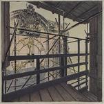 XVIII-110-09 Gezicht op de wijzerplaten op het bovenste gedeelte van de Laurenstoren. Gezien vanaf een houten liftstellage.
