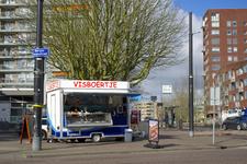 FL-10 Kraam van het Visboertje aan de Bergse Dorpsstraat op de hoek met de Argonautenweg.