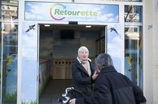 GG-28 Retourette Nieuwe Binnenweg 284, vezamelt alle herbruikbare afval van inwoners wijk Middelland en ook ...