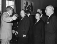 1968-1874 Bezoek van de burgemeester van Moskou Vladimir Fyodorovich Promyslov aan Rotterdam. V.l.n.r. burgemeester W. ...