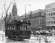 1968-425 Tijdens de opening van de metro. Oude tram met lijn nr. 1 tentoongesteld op de Coolsingel.