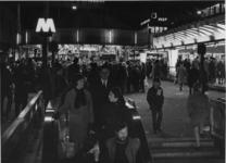 1968-426 Tijdens de opening van de metro. Kermis op het Beursplein bij de ingang van het metrostation Beurs.