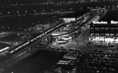 1968-719 Tijdens de opening van de metro. Overzicht van het Zuidplein met kermis en het metrostation.