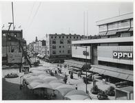 1970-2189 Zicht op het Binnenwegplein, de Oude Binnenweg en de kruising met de Karel Doormanstraat. Foto is genomen ...