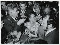 1970-727 Ontvangst van Feyenoord door burgmeester Thomassen in de burgerzaal na de winst van de Europacup I.