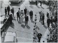 1970-860 De aankomst van koningin Juliana, prins Bernhard, de prinses Beatrix, prinses Margriet, prins Claus en mr. P. ...