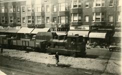 1972-1378 Vertrek van de laatste RTM tram ( bijgenaamd De Moordenaar ) op de Beijerlandselaan met wagons opgebroken ...