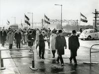1978-384 Burgemeester W. Thomassen (links) van Rotterdam en burgemeester H. Roelfsema (rechts) van Schiedam, bij de ...