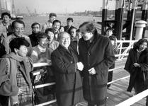 1988-245 Wethouder Ries Jansen ontvangt Japanse industriëlen en journalisten die een bezoek aan Rotterdam brengen.
