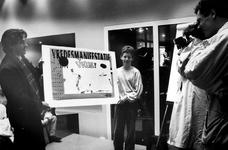 1990-656 De elfjarige scholier Kevin Ooteman is winnaar geworden van een affiche-ontwerpwedstrijd voor een ...