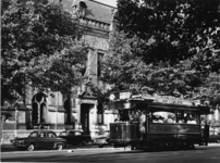XXXIII-1527-03 Naar aanleiding van het 60-jarig bestaan van de R.E.T.staat de eerste electrische tramwagen van de R.E.T ...