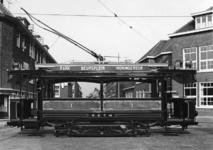 XXXIII-1527-04-4 De zestig jaar oude tram van de R.E.T weer in gebruik gesteld als museumtram, ter gelegenheid van de ...