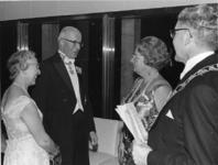 XXXIII-1548-03-3 Bezoek van H.M. Koningin Juliana bij de opening van het nieuwe Concert-en Congresgebouw De Doelen. ...