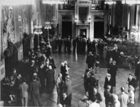 XXXIII-1604-01-2 Overzicht van de receptie in de Burgerzaal van het stadhuis ter gelegenheid van het afscheid van ...