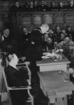 XXXIII-605-00-03-7 In de raadzaal van het stadhuis houdt ir. F.E. Müller zijn eerste rede als burgemeester van Rotterdam.