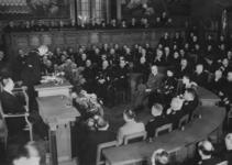 XXXIII-605-00-03-9 In de raadzaal van het stadhuis houdt ir. F.E. Müller zijn eerste rede als burgemeester van Rotterdam.