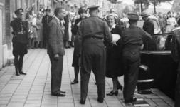XXXIII-687-01 Bezoek van H.K.H. prinses Juliana aan het bureau van Nederlandsch Volksherstel aan de Mathenesserlaan.