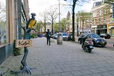 153 De Nieuwe Binnenweg in westelijke richting met links een bord van kledingwinkel Knetter.