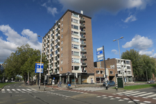 240 Flatgebouw op de hoek van de Goudsesingel en de Vondelstraat.