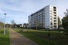 253 De Burgemeester Oudlaan ter hoogte van de 's-Gravenwetering.