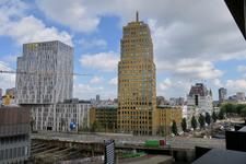 325 Uitzicht vanuit het Red Apple gebouw op de André van de Louwbrug en de Wijnhaven met rechts het Kantoorgebouw ...