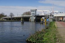 439 De Beukelsbrug over de Delfshavense Schie, gezien vanaf de Abraham van Stolkweg.