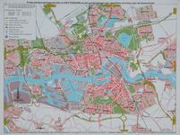 1982-966 Kaart van Rotterdam met daarop aangegeven de parkeergelegenheden en het openbaar vervoer. Verso: kaart met een ...