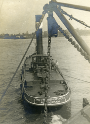 FD-3145 Een sleepboot aan het werk.