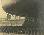 FD-3288 Details onderstopping scheepskiel in droogdok Anno.