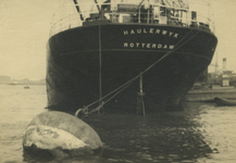FD-3408 Achtersteven van de SS Haulerwijk in de haven.