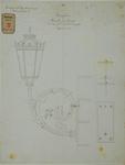 RT-G-FN179-8 Een branche met lantaarn voor de gevel van het Poortgebouw aan de brugzijde.