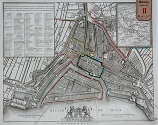 RT-II-130A Kaart van het centrum van Rotterdam waarop met ingekleurde lijnen en letters (A t/m L) een wijkindeling is ...