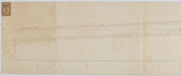 RT-V-421 Plattegrond van de Eerste Lombardstraat waarop de richting, breedte en hoogte van de trotoirs zijn aangegeven.