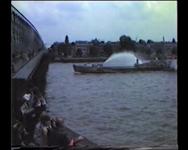 BB-0038 Opening Willemsbrug: symbolische sluiting van oude brug door burgemeester A. van der Louw; Koningin Beatrix en ...