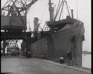 BB-0194 Kort na de bevrijding komt de internationale hulpverlening op gang. Met het schip Mexican arriveerden de eerste ...