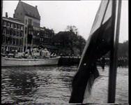 BB-0197 Belgische journalisten maken een rondvaart in de haven en zien de verwoestingen; hier en daar is toch al weer ...