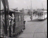 BB-0209 Oude en nieuwe trams in de stad. Speelduur: 1 min. 21 sec.