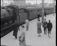 BB-0312 Na een vakantie van enkele weken in Oostenrijk, keren 750 kinderen terug op het Maasstation, waar ze ontvangen ...