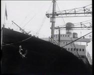 BB-0340 Bep van Klaveren komt met ss Rotterdam terug uit Amerika en wordt begroet op de kade. Speelduur: 48 sec.
