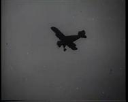 BB-0345 Aankomst van Sinterklaas per vliegtuig op vliegveld Waalhaven. Speelduur: 1 min. 5 sec.