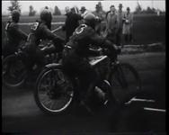 BB-0352 Motorraces op Woudestein om het kampioenschap van Nederland. Speelduur: 43 sec.