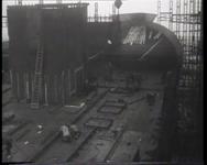 BB-0361 Werkzaamheden aan de Nieuw Amsterdam, het plaatsen van de achtersteven. Speelduur: 55 sec.