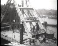 BB-0372 Vergroting en modernisering van de Binnenhavenbrug, opnamen van Koningshaven en Poortgebouw. Speelduur: 1 min. 2 sec.