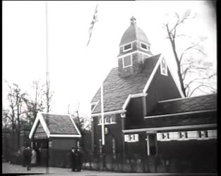BB-0374 Het Noorse kerkje wordt opnieuw gewijd na verplaatsing i.v.m. tunnelbouw, burgemeester Drooglever Fortuyn is ...