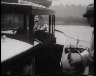 BB-0393 Autofabrikant Henry Ford bezoekt Wilton-Fijenoord en het clubgebouw van Koninklijke Roei- en Zeilvereniging. De ...