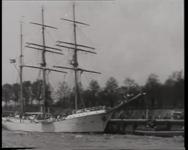 BB-0402 Wantklimmen en het losmaken van de zeilen door de bemanning van het Duitse opleidingsschip Niobe. Speelduur: 3 ...