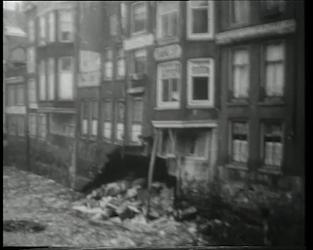 BB-0427 Beeld van de Steigersgracht met de ingestorte achterzijde van de panden aan het Hang.