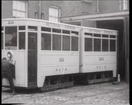 BB-0475 Presentatie van nieuwe tram met motor in de remise aan de Schiekade; aanstaand einde van de paardentram . ...